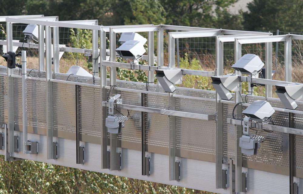 les portiques écotaxe enregistrent les plaques d'immatriculation