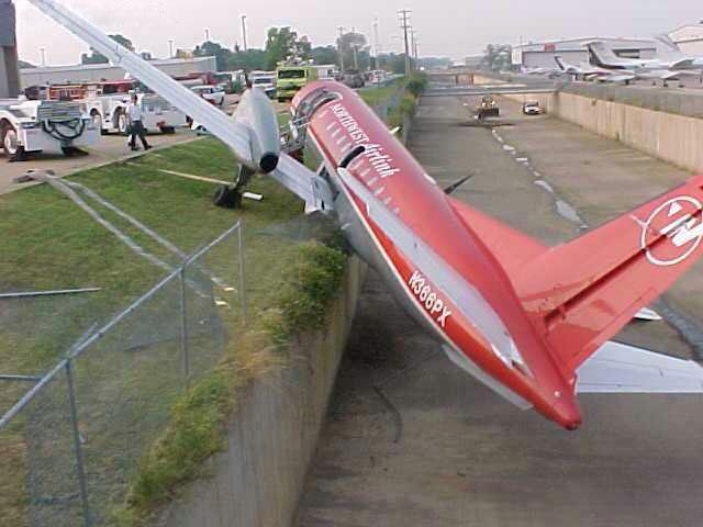 avion ecrasé taxiway