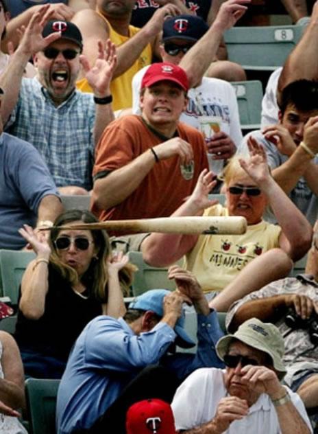 bate de baseball dans le public