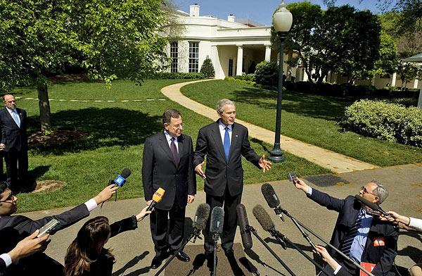 president bush devant les journalistes